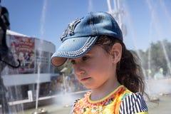 Bambina in protezione Immagini Stock