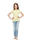 Bambina sorridente in abbigliamento casual Fotografia Stock