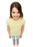 Bambina sorridente sopra fondo bianco Fotografia Stock Libera da Diritti