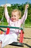 Bambina sorridente su oscillazione Fotografia Stock Libera da Diritti