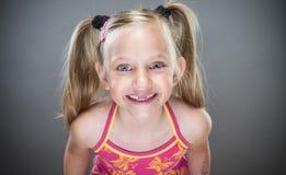 Bambina sorridente sveglia Fotografie Stock
