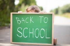 Bambina spaventata ed infelice di nuovo alla scuola Fotografia Stock