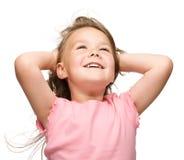 Bambina sta allungando e mani aumentanti in su Immagini Stock