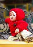 Bambina su un banco Fotografia Stock