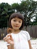 Bambina sul campo da giuoco immagini stock libere da diritti