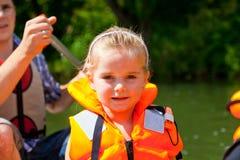 Bambina sulla barca Immagini Stock