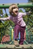 Bambina sulla ginnastica-giungla Fotografia Stock