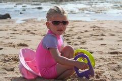 Bambina sulla spiaggia Immagini Stock Libere da Diritti