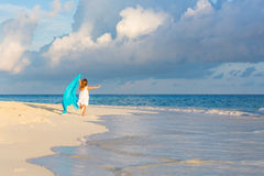 Bambina sulla spiaggia Fotografia Stock