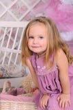 Bambina sveglia all'interno Fotografia Stock