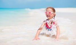 Bambina sveglia alla spiaggia Fotografia Stock Libera da Diritti