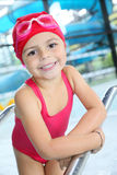 Bambina sveglia in attrezzatura di nuoto Fotografie Stock