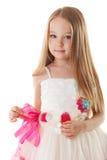 Bambina sveglia che posa in bello vestito rosa immagine stock libera da diritti