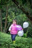 Bambina sveglia con gli aerostati Immagine Stock Libera da Diritti