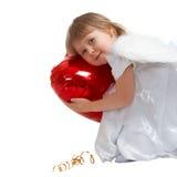 Bambina sveglia con l'aerostato rosso del cuore Fotografie Stock Libere da Diritti