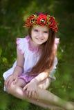 Bambina sveglia con una corona sulla sua testa Fotografie Stock Libere da Diritti