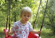 Bambina sveglia nel campo da giuoco Fotografie Stock Libere da Diritti
