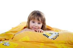 Bambina sveglia sulla base Fotografie Stock Libere da Diritti