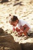Bambina sveglia sulla spiaggia Fotografia Stock Libera da Diritti