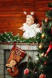 Bambina sveglia vestita come fiocchi di neve Fotografia Stock