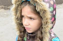 Bambina triste all'aperto fotografia stock