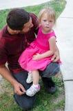 bambina triste dopo una caduta Fotografie Stock Libere da Diritti
