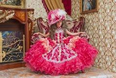 Bambina in un abito di palla Immagini Stock
