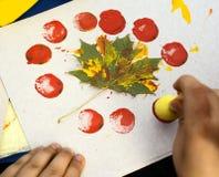 Bambina in un bello cucito, pittura su tela Immagine Stock Libera da Diritti