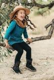 Bambina in un cappello con capelli lunghi Immagini Stock Libere da Diritti
