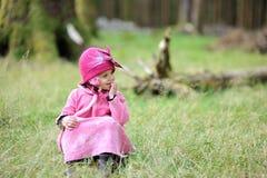 Bambina in una foresta Fotografia Stock