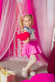 Bambina in una gonna rosa Immagine Stock