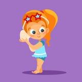 Bambina in vestito di nuoto che tiene grande conchiglia Fotografia Stock
