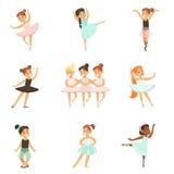 Bambine che ballano balletto nella classe di ballo classica, ballerini professionisti futuri della ballerina Fotografia Stock