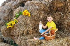 Bambini ad un picnic di estate all'aperto Fotografie Stock Libere da Diritti