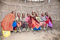 Bambini africani del villaggio masai della tribù tanzania Immagini Stock Libere da Diritti