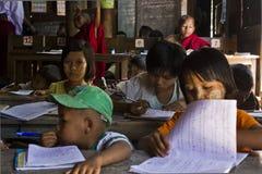 Bambini al banco Immagini Stock Libere da Diritti