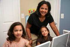 Bambini al banco Fotografia Stock Libera da Diritti