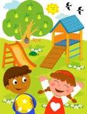Bambini al campo da giuoco. Fotografia Stock