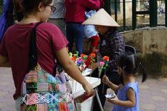 Bambini al giardino zoologico Fotografie Stock Libere da Diritti