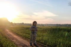 Bambini all'aperto sulla natura Fotografie Stock