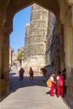 Bambini alla fortificazione di Mehrangarh Fotografia Stock
