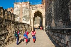 Bambini alla fortificazione di Mehrangarh Immagini Stock Libere da Diritti