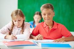 Bambini alla lezione del disegno Fotografie Stock Libere da Diritti