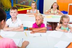 Bambini alla lezione della scuola Immagini Stock Libere da Diritti