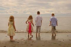 Bambini alla spiaggia Fotografie Stock