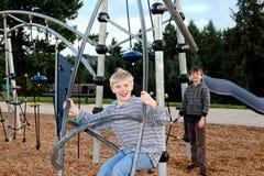Bambini alla terra del gioco Fotografia Stock