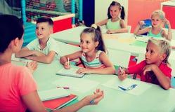 Bambini allegri alla lezione della scuola Fotografia Stock Libera da Diritti
