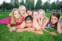 bambini annoiati dell'erba Fotografia Stock