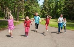 Bambini attivi felici all'aperto Fotografia Stock Libera da Diritti