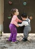 Bambini in campo da giuoco Immagine Stock